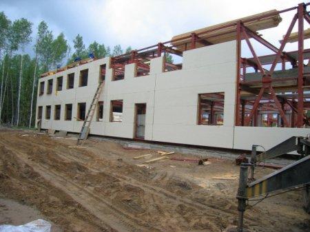 В Омской области началось строительство завода, где будут производиться быстровозводимые дома