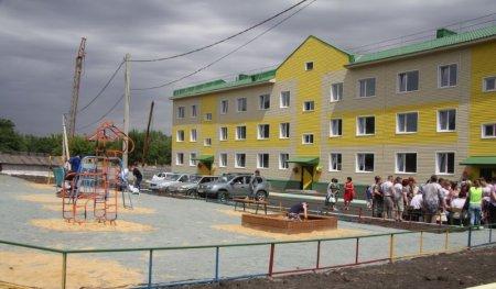 Жителям Оренбургской области вручили ключи от нового жилья